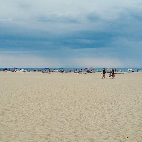 Vamos a la playa (oh ohohohoo) #80erohrwurm #ocata #travelgram #beach #perfecttiming #approachingthunderstorm #clouds #cloudporn #blue