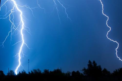 Czego nie wolno robić w domu podczas burzy? Trzy sytuacje, przed którymi ostrzegają eksperci