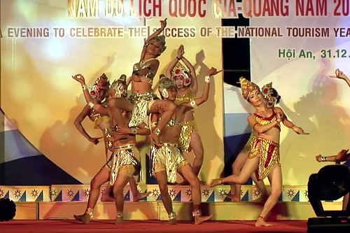 Vietnam - Hoi An - New Year´s Eve Celebration - Apsara Dance - 7