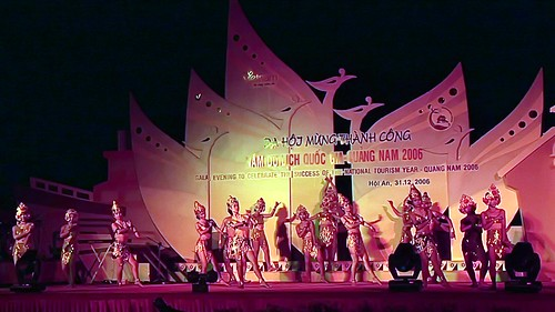 Vietnam - Hoi An - New Year´s Eve Celebration - Apsara Dance - 1