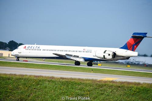 Delta Air Lines  –  McDonnell Douglas MD-90-30 N901DA @ Buffalo Niagara