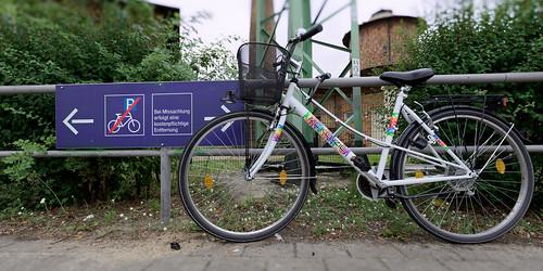 Das Abstellen von Fahrrädern ist hier nicht gestattet - II