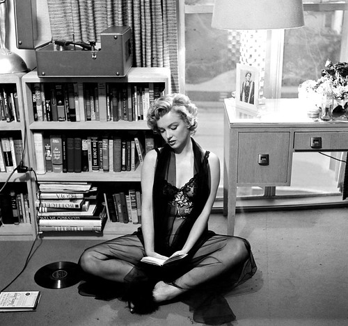 Marilyn Monroe en su casa de Hollywood (California) 1952. Fotografía de Philippe Halsman. Magnum Photos