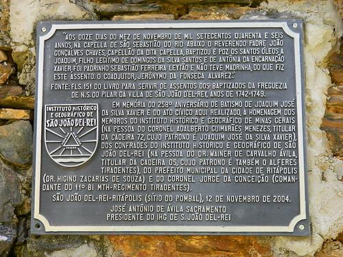 Uma das placas no Monumento da Fazenda do Pombal