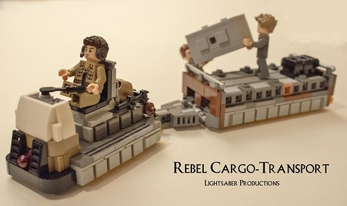 Rebel Cargo Tug and Freight Car (Rogue One - Yavin 4)
