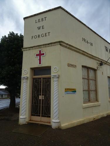 Kapunda. Entrance to the triangular shaped War Memorial Hall.