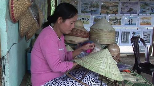 Vietnam - Hue - Hat Painting - 19