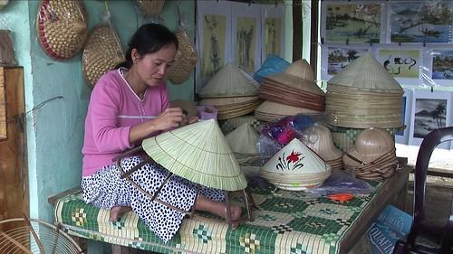 Vietnam - Hue - Hat Painting - 18