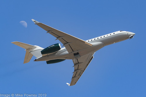 G-XXRS - 2008 build Bombardier BD700 Global Express XRS,  departing Palma against the backdrop of a distinct half moon