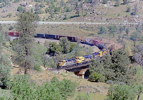 Santa Fe freight crossing Tehachapi Creek, 1985