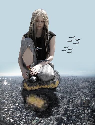 Avril Lavigne giantess