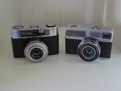 Zeiss Ikon Contina LK vs Agfa Optima 200 Sensor