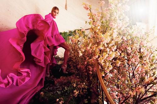 Rosie-Huntington-Whiteley-Harpers-Bazaar-UK-Cover-Photoshoot03