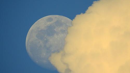 Moon-eating Cloud