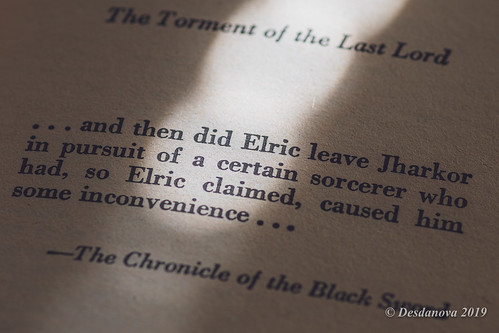 The Vanishing Tower (Book Four of the Elric Saga) - Angled