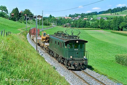 Be 4/4 103 mit Zug 980 bei Dessigkofen, P7279010-1h