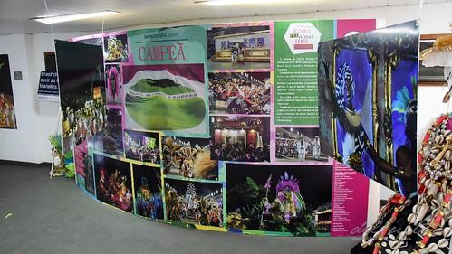 Mang Fei 190810 008 CMVR exposição carnaval 2019 painel baianas apoteose bandeira CF
