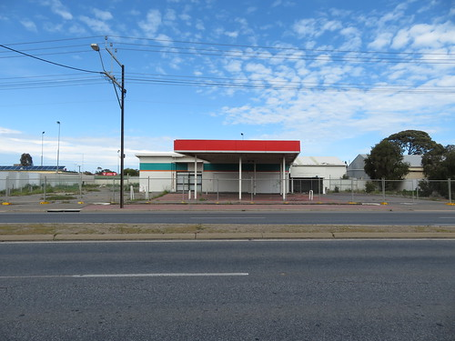 Abandoned Caltex Service Station in Adelaide's Northwestern Suburbs
