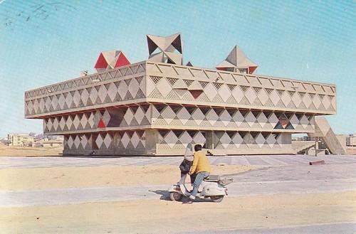 Bâtiment municipal de Bat Yam, Israel, 1963, par Alfred Neumann, Zvi Hecker