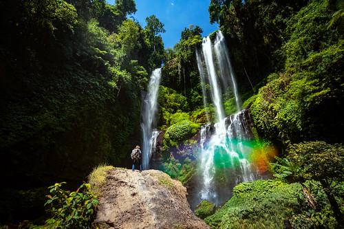 A traveller atand on the rock in Sekumpul waterfall