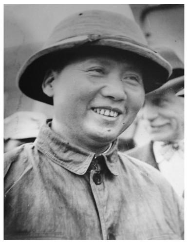 Mao arrives for peace talks: 1945