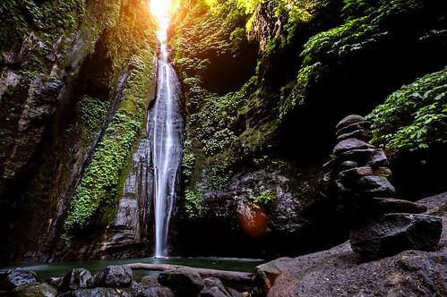 the rock in Sekumpul waterfall
