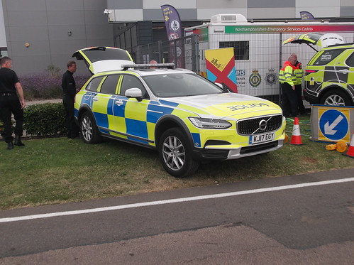 Staffordshire Police Volvo V90 Cross Country (KJ17 EGY)