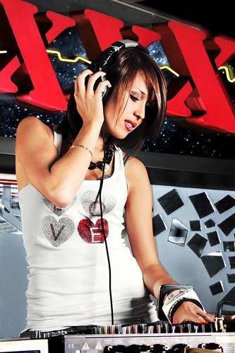 DJ F8K