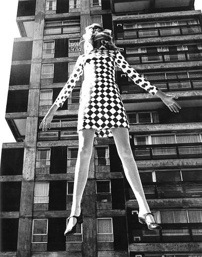 JJill Kennington études de mode pour Queen, 1966. (Sparkford House, Battersea, Londres).