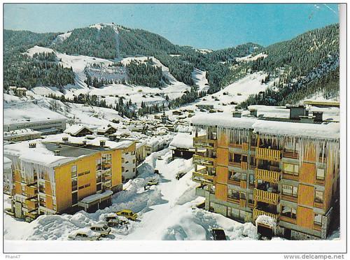 LA CLUSAZ (74-Haute Savoie), Immeubles neufs du quartier de la Perrière, Ed. Rossat-Mignod 1972