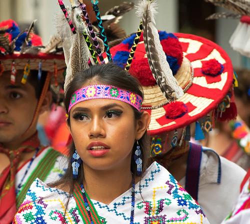 Huicholes (Grupo Folklórico Macuilxóchitl de San Luis Potosí, México) en el Festival Folklórico de los Pirineos (Jaca, España)