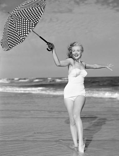Marilyn Monroe fotografiada por André de Dienes, 1949.