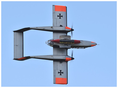 Tony de Bruyn in the Bronco Demo Team's OV-10B
