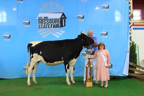 Southwest District Mark Highfill Award Winner - Jr. Champion, Winter Yrlg. Hammertime Brady Raelyn-ET, Blake & Lora Wright