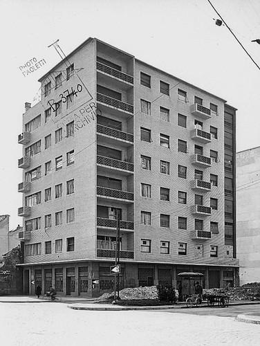 PIERO PORTALUPPI (1888-1967) ... Casa d'appartamenti Bassanini 1938-1945 in via De Amicis 25  Milan ITALIE