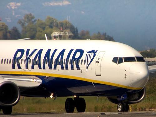 Ryanair 737 backtracking the runway at Corfu