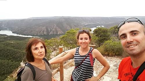 Le mie ragazze, mamma Beatrice e sorella Eleonora! . . #gita #guerracivil #trincee #Lleida #igerslleida #turismelleida #almatret #catalunya #ebre #ebro #nobody #fiumeebro