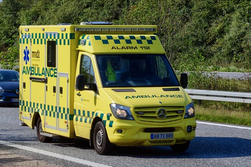 AN71889 (ambulance) (18.09.04, Motorvej 501, Viby J)DSC_9383_Balancer