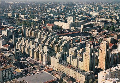 69 le quartier des gratte-ciel à Villeurbanne,construit à la fin des années 20. Aujourd'hui noyé dans l'urbanisation, dire qu'a l'epoque, c'était en 1960 entouré d'usines, de maisons individuelle