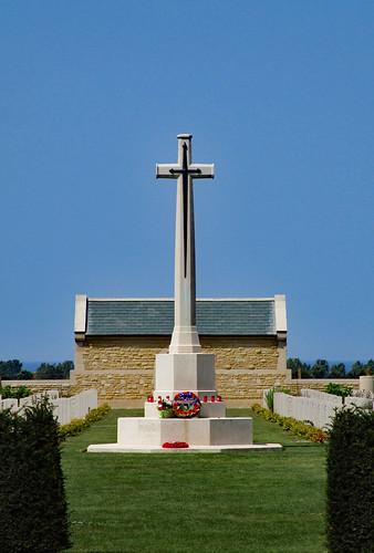 Bény-sur-Mer Canadian War Cemetery - Cimetière militaire canadien de Bény-sur-Mer