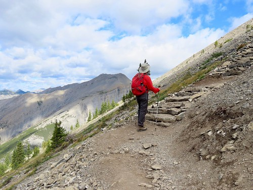 Grassi Lakes to Ha Ling Peak summit hike - Larry with the