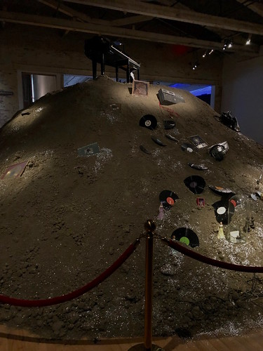 MASS MoCA - Annie Lennox - Mound and piano with records