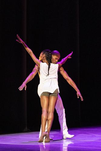 Alvin Ailey American Dance Theater in Jessica Lang's EN