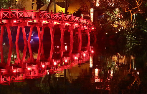 Thê Húc Bridge