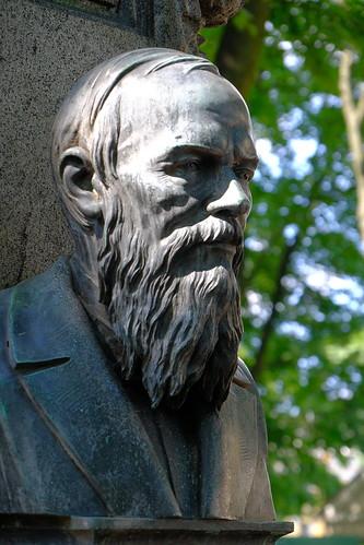 XE3F8748 - Fyodor Dostoevsky (Фёдор Достоевский), Tikhvin Cemetery (Saint Petersburg)