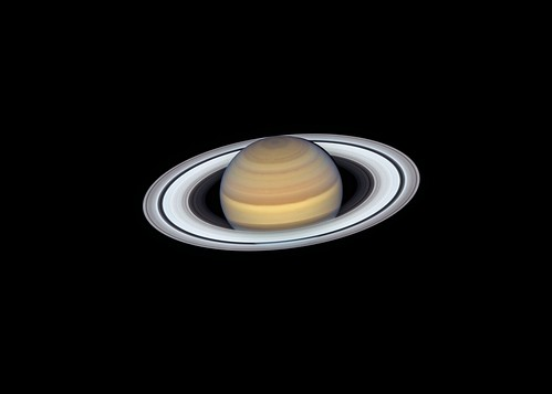 Saturn's Rings Shine in Hubble's Latest Portrait