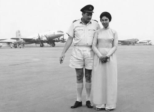 1961 S/L Owen Staple, OC 41 Sqn, RNZAF with a Vietnamese rep from the Ministry Finance at Tan Son Nhut, Saigon, Oct 1961