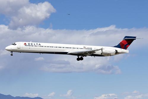 N965DN_McDonnellDouglasMD-90_DeltaAirlines_KLAS