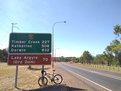 It seemed like a good idea to go on a 70 km ride to Lake Argyle starting at 9am on a 35 degree cloudless day with a strong Headwind. I'd ignored the fact that I hadn't ridden much in the last month. Like a mad dog and Englishman out in the midday sun I ju
