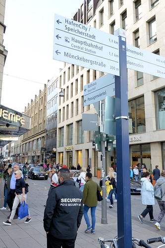 8126 Fotos aus der Hamburger Einkaufsstraße Neuer Wall im Stadtteil Neustadt - Hamburgs Innenstadt.